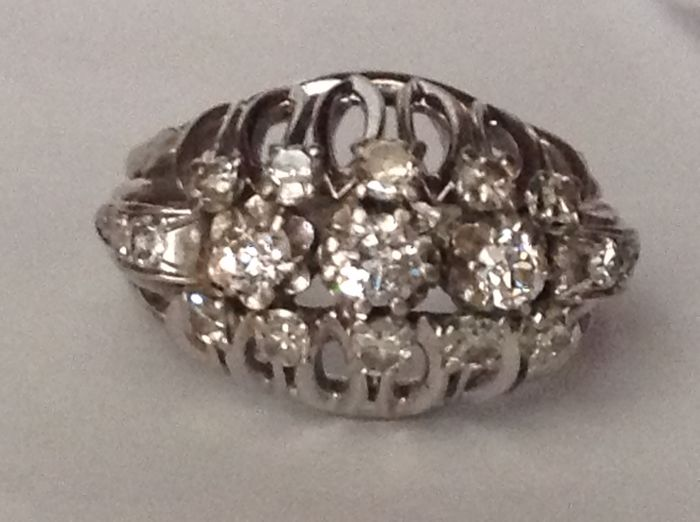 Large 18 kt gold ring with Diamonds (NO RESERVE PRICE)