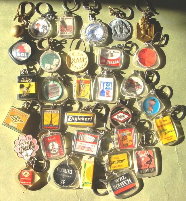 Collection of 456 keyrings