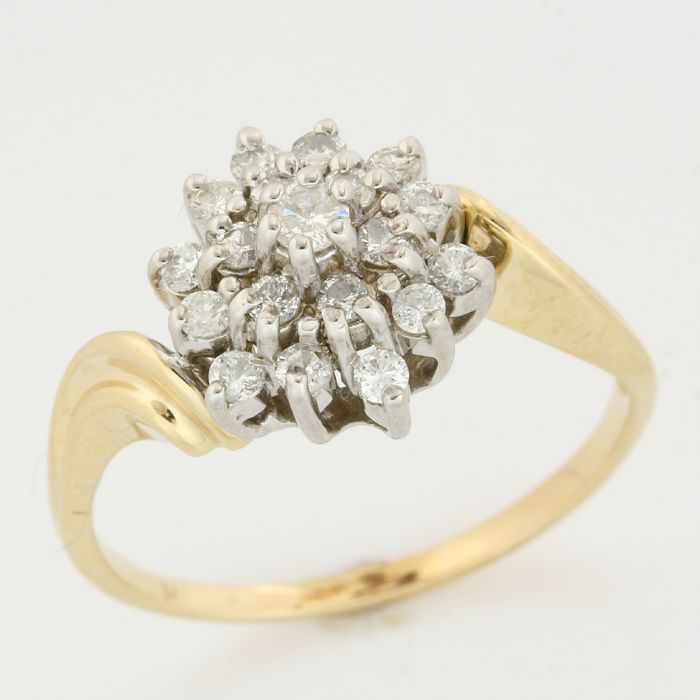 14kt Yellow gold 0.40ct round brilliant cut diamond ring; Ring size: 9