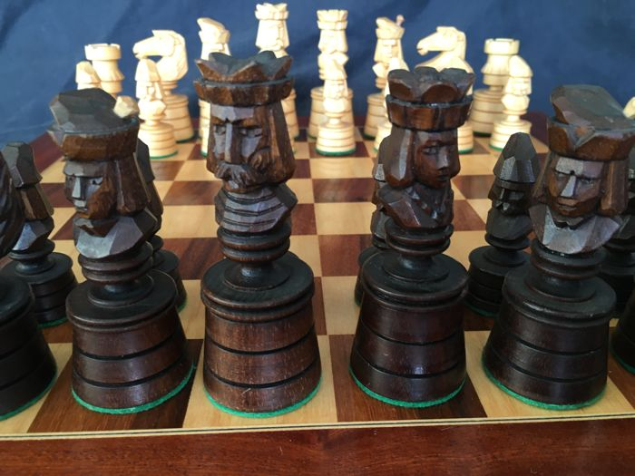 Vintage Chess King of Kings 20th Century - Gesneden in massief hout 100%