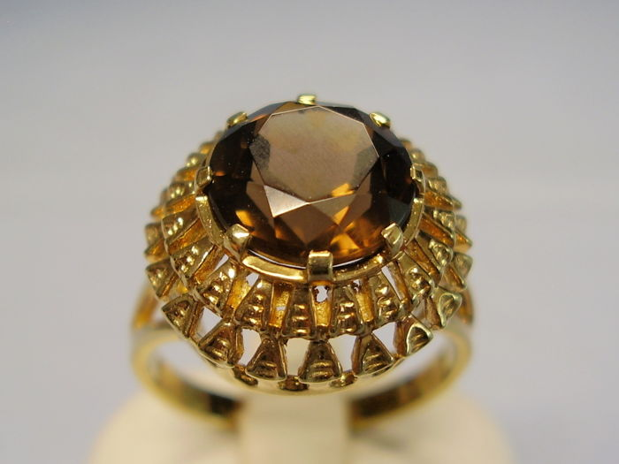 Antique 14 kt gold ring with faceted brown topaz weighing 4.5 ct