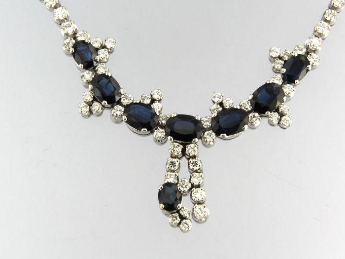 18 kt white gold necklace with sapphire of approx. 10.00 ct in total and 56 brilliant cut diamonds of approx. 2.00 ct in total- necklace length 42 cm