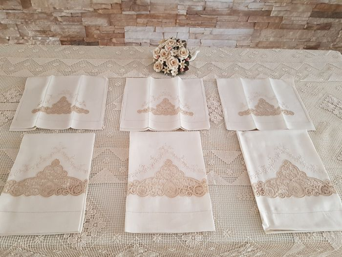 Fine 100% linen towels with handmade embroidery in Cantu lace and satin stitch