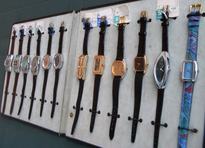 Collection of 12 Swiss mechanical ladies vintage watches - 1970/79