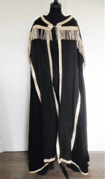 Black rain mantle with silver stripes and tassels in silver cannetilles - France - Brittany - mid 19th