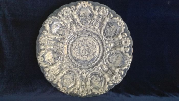 Cantagalli - Large Italian sculpted plate in Rococo style - 50 cm