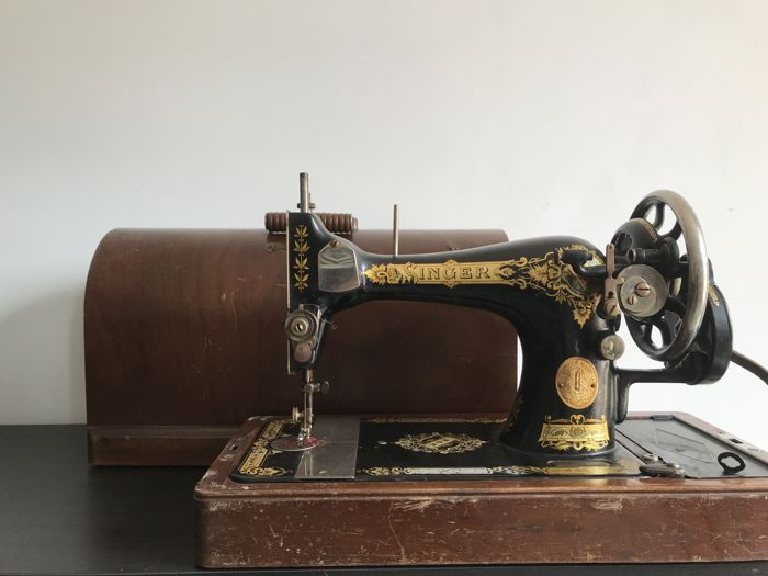 Singer 40K Sewing Machine With A Dust Cover 40 Catawiki Best Sewing Machine Dust Cover