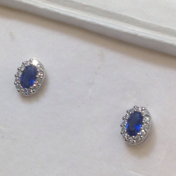 Gold earrings (18 kt / 750) with diamonds for 0.24 ct and sapphire for 1.60 ct