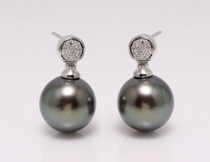 18K White Gold Earrings Featuring 0.11Ct SI-G Diamonds and Round Lustrous Tahitian Pearls - No Reserve Price