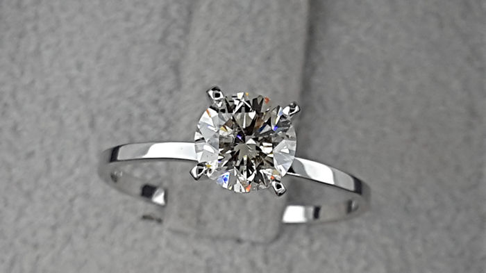 0.90 carat Round Diamond Solitaire Engagement Ring *** NO RESERVE PRICE ***