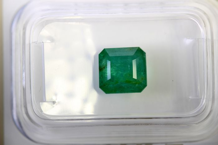 AIG Antwerp Sealed - Emerald - 1.93 ct - INTENSE Green - Fine Color Quality