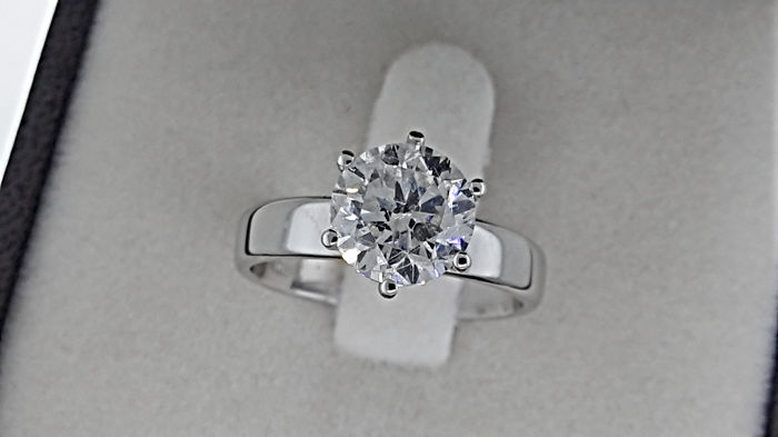 2.18 carat E/VS2 Round treated Diamond Solitaire Engagement Ring in Solid White Gold 14K - size 7
