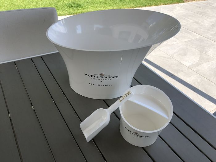 Mixed lot -  Moët et Chandon Ice, big cooler and ice bucket with scoop - Champagne