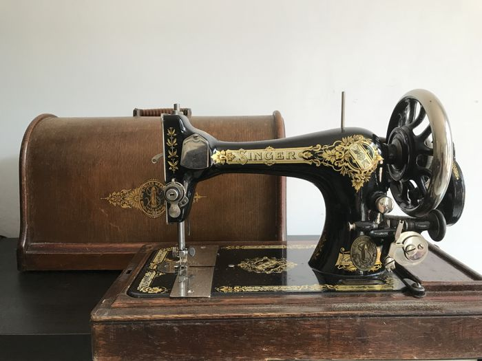 Singer 28K Sewing machine with a dust cover from 1914