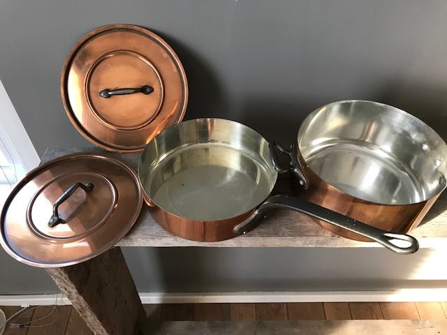 Two copper pans with lid