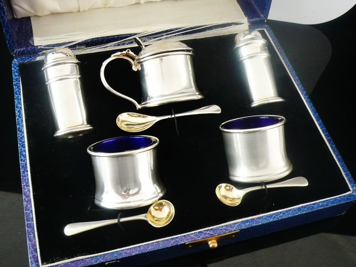 Cased 8 Piece Silver Condiment Set with Glass Liners, Deakin & Francis Ltd, Birmingham 1928