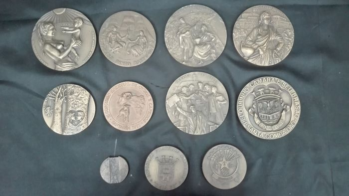 Set of 11 Portuguese Medals, with 4 bases included