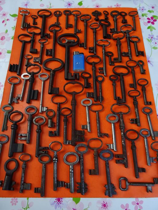 A collection of 66 beautiful antique keys, 18th, 19th, 20th century. Lock, locks, padlock, safe