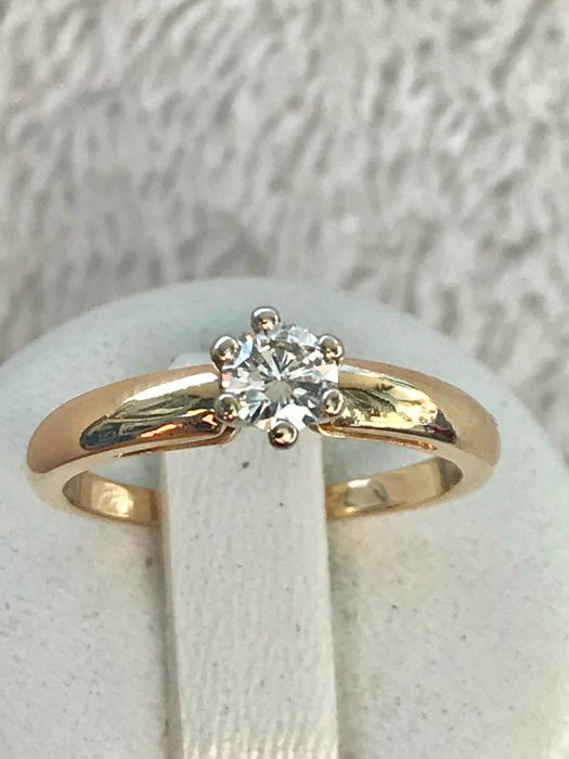 Solitaire ring in 18 kt white gold set with a G VS 0.35 ct diamond Ring size 54 - 17.2 mm