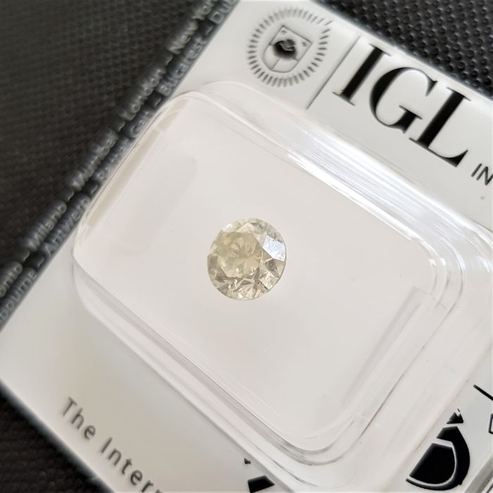 0.91 ct - Natural Fancy Diamond - Light Yellow Color - SI3 - NO RESERVE!