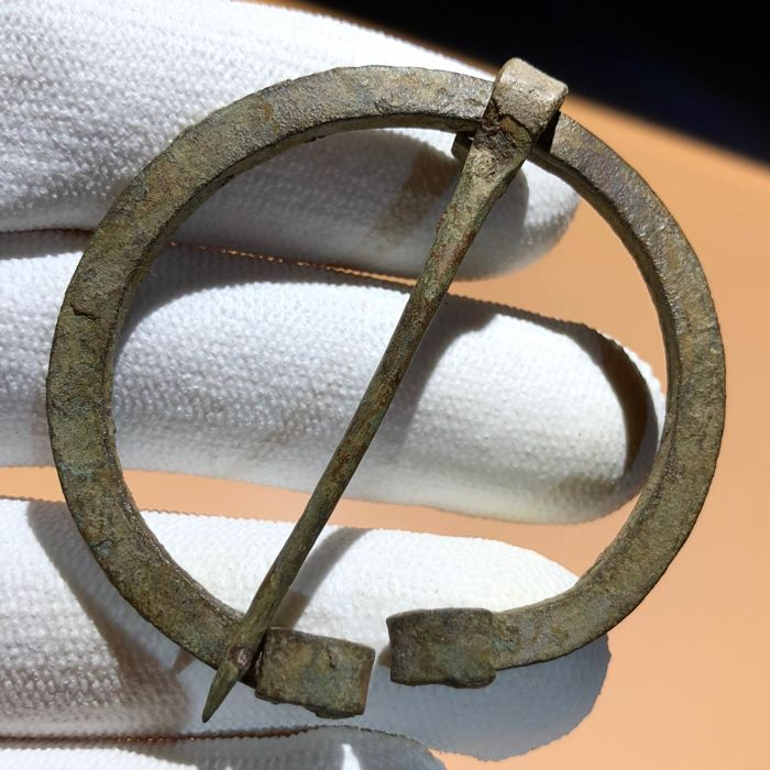 Early medieval Bronze Viking Omega Fibula - 5,4cm.