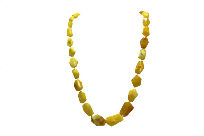 Necklace with natural Baltic amber and 14 kt yellow gold lobster claw clasp - length: 50 cm