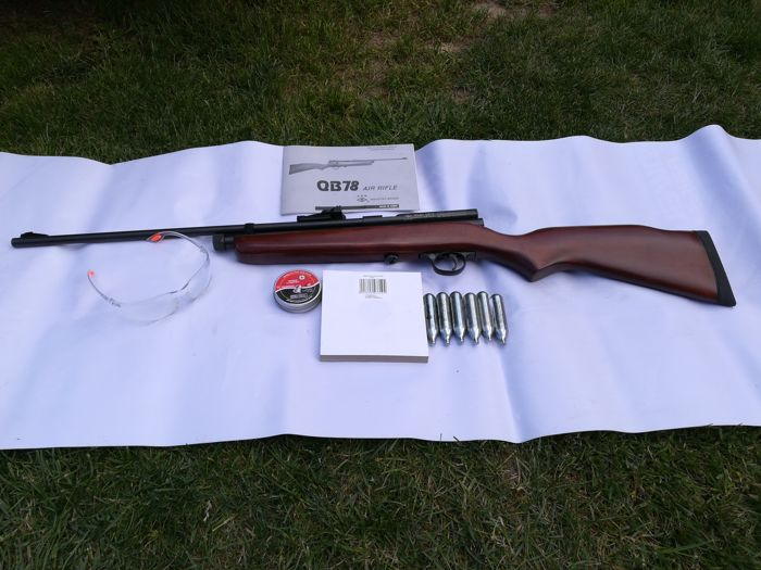 The CARBINE QB-78 DELUXE INDUSTRY BRAND Kal. 4.5 mm all ...