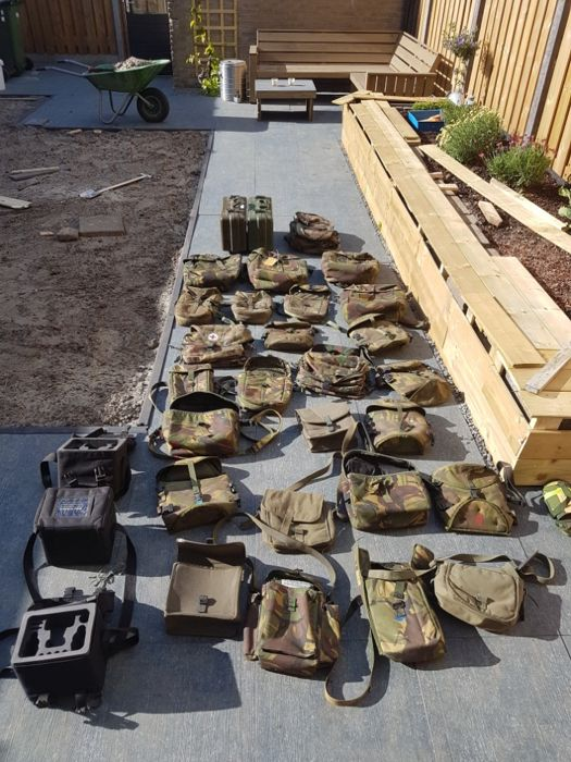 Large lot of Dutch militaria