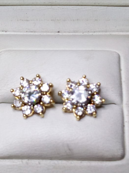 French 18 ct. changeable earrings period 1950 / 1960 set with 18 very high quality diamonds - NO RESERVE