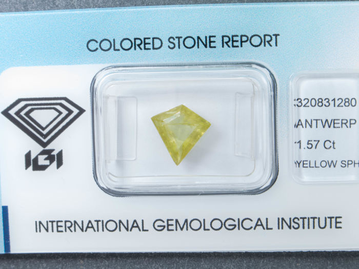 yellow-green Sphene - 1.57 ct