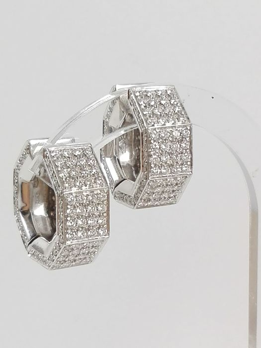 Women's earrings in 18 kt white gold with natural diamonds, 2.22 ct in total Weight: 15.8 g
