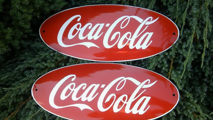 2pcs. COCA COLA porcelain enamel- Editing United States of America. Very well maintained ca.1998y.