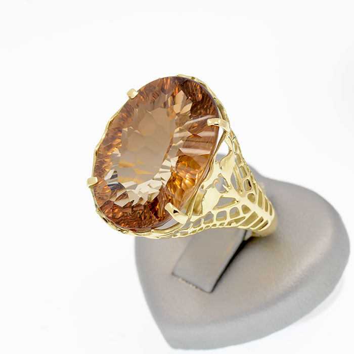 14k/585 yellow gold ring with an oval-shaped imperial topaz – Imperial topaz weight: 18.2 ct. **No reserve price**