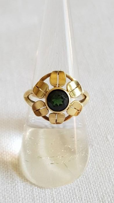 Antique 14 kt gold ring with a tourmaline