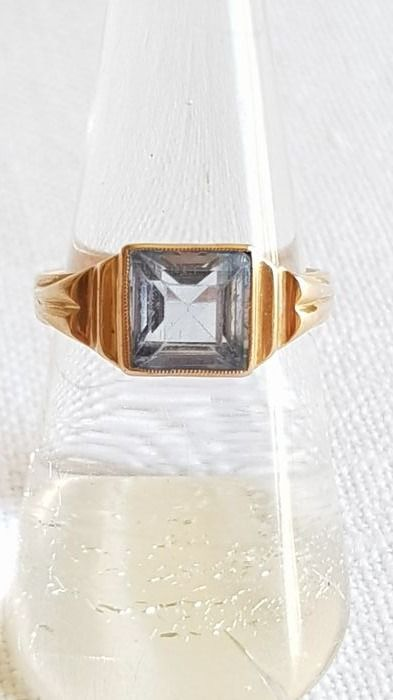 Old 18 kt gold ring with topaz from 1930