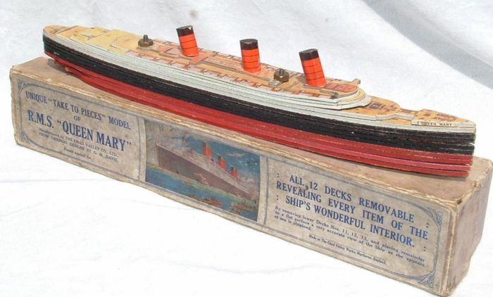 Bateau Queen Mary  - Old model in wood,  year 1936