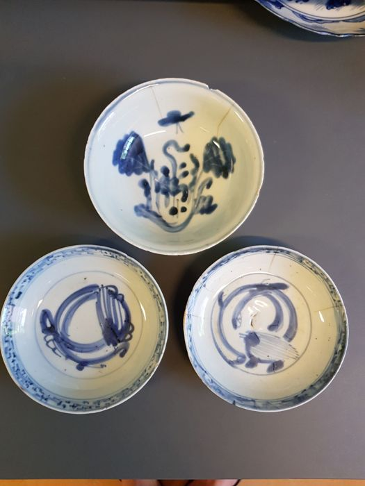 Set of 3 Ming period Bowl/Dishes, Wanli or Tianqi, Cabbage leaf Water dragon, China , 17th century