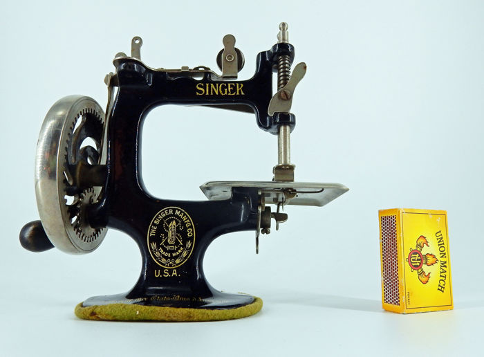 A Miniature Singer Nº40 Sewing Machine Ca 1940 Catawiki Custom Miniature Singer Sewing Machine