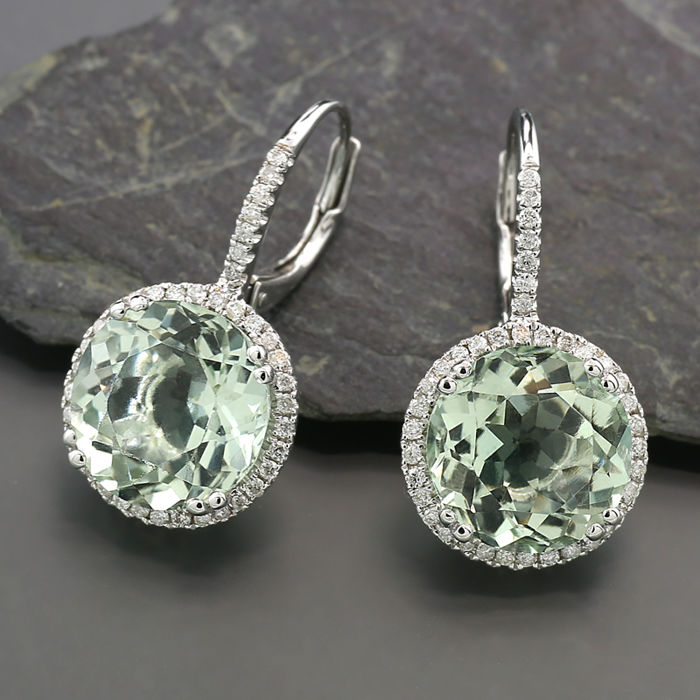 A pair of earrings with green amethysts and brilliants of 6.82 carat in total in 750 white gold - NO reserve price! ---