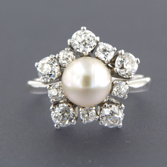 14 kt white gold ring set with a salt water pearl and an entourage of 10 Bolshevik cut diamonds