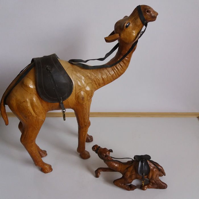2 Artfully made camels of leather, origin Morocco