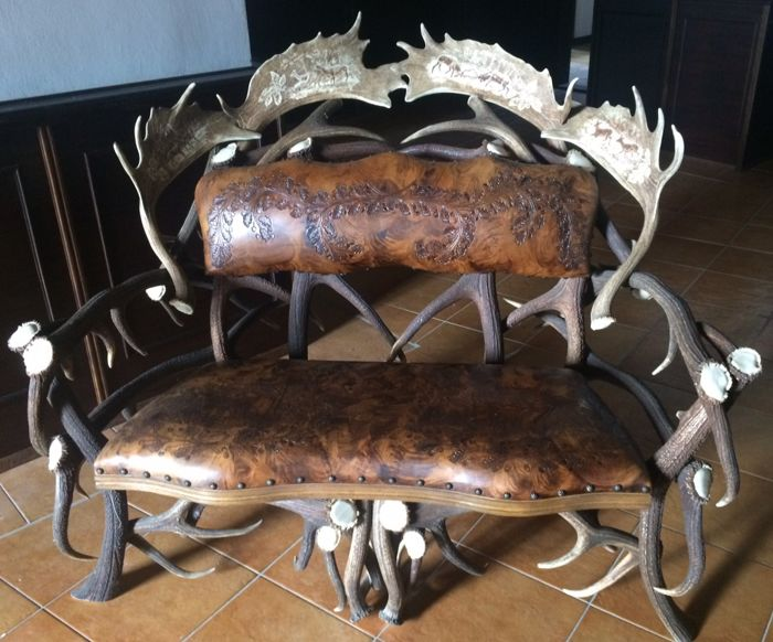 Rare red stag antler and beechwood sofa with leather cushions decorated with hunting motivs - Germany - prob. ca. 1900