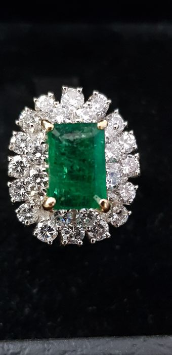 60s ring with nice emerald of 1.80 ct and 1.68 ct of diamonds.