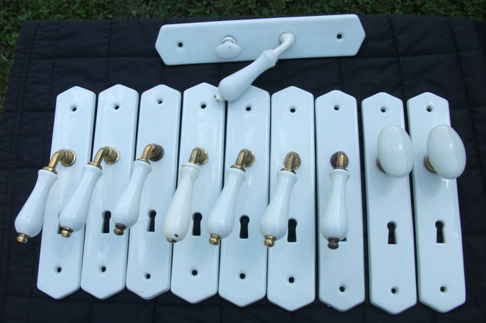 Lot of 10 door handles with plate of cleanliness - JM porcelain from Limoges - 20th century