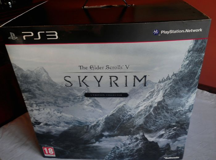 """The Elder Scrolls V: Skyrim - A collector's edition of beauty! """"French"""" like new"""