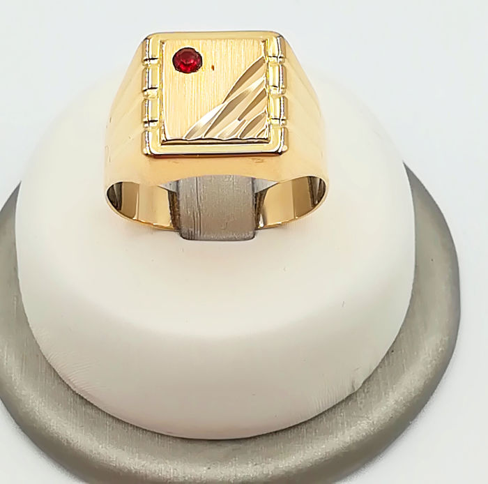 Men's ring in 18 kt yellow gold with ruby of 0.03 ct size 21 weight 5.88 g