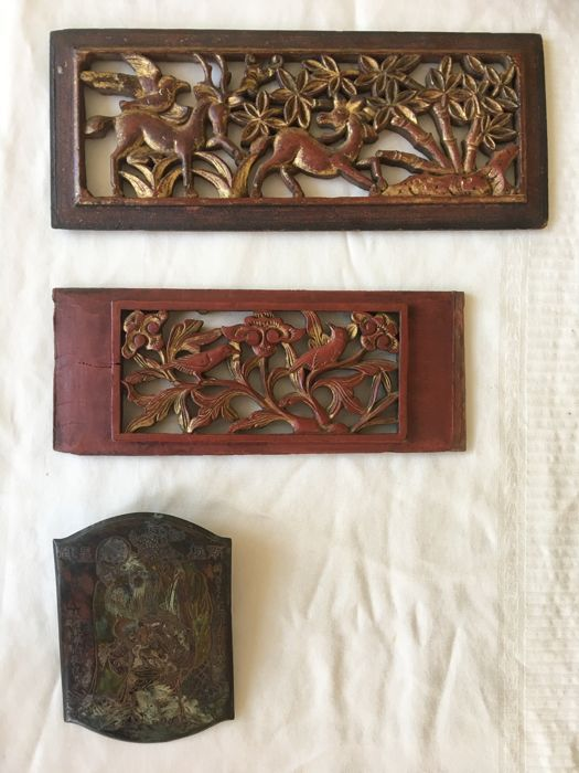 2 Gilded woodcarving panels, one out of inheritage Goepper, museum East-Asian art plus an antique polychrome signed copper plaque from Lao Tse - China - 19th and 20th century