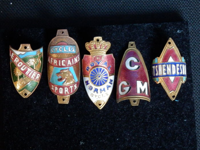 Collection of 5 Nice Enamel Bicycle Head Badges, Balhoofdplaatjes. with some Rare oa - Royal Norman Cycles en andere
