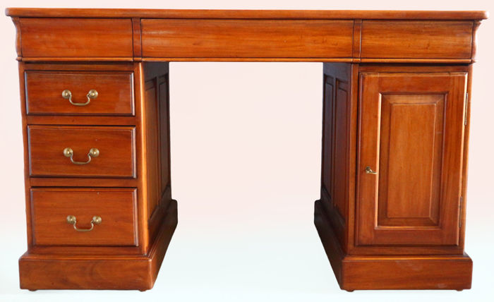 English mahogany executive desk – England, ca. 1880