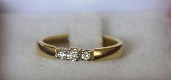 14 kt yellow gold ring with diamond - size 16.75 mm